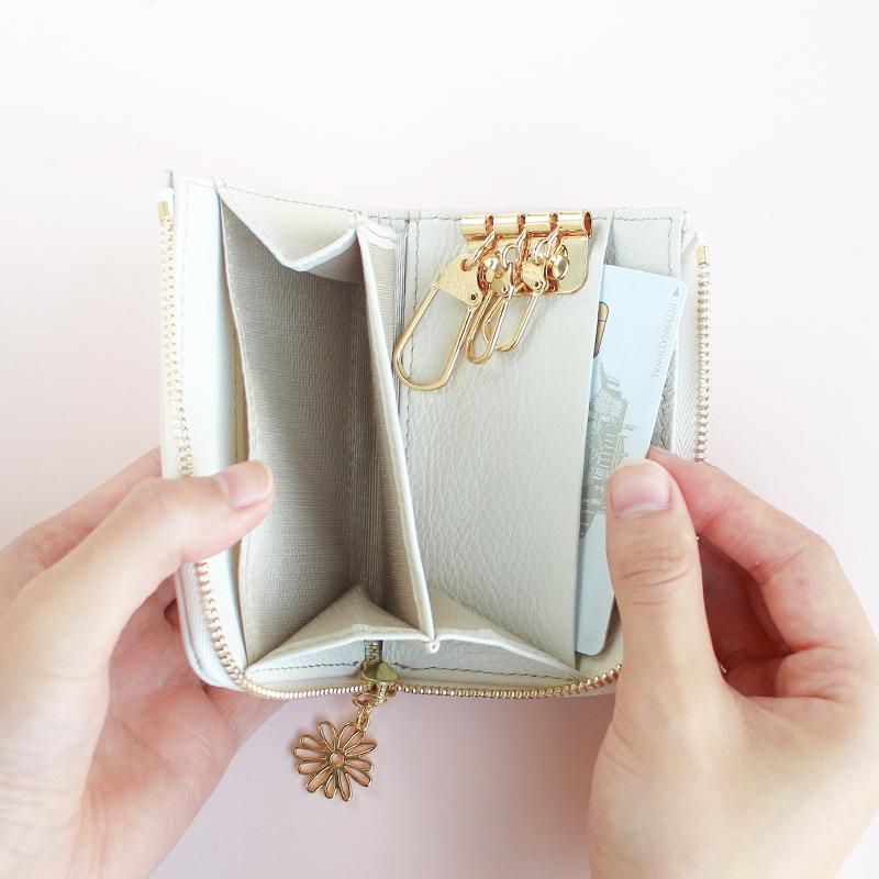 内側には2か所のカードポケット