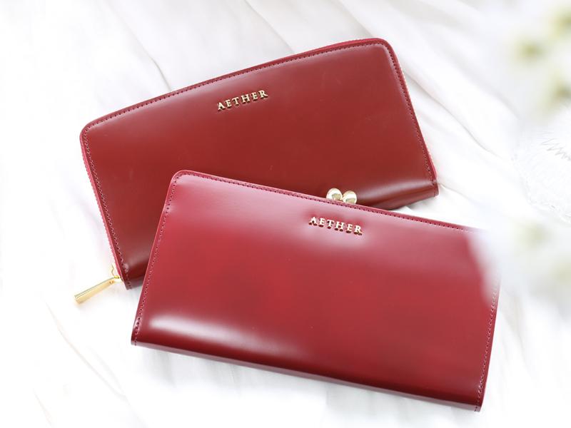 エーテルの赤色の財布