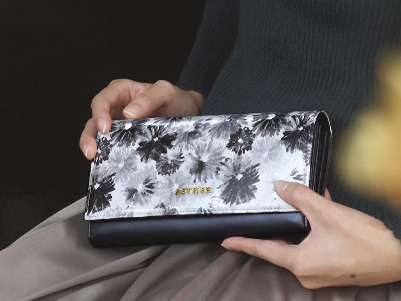 エーテルの黒の財布