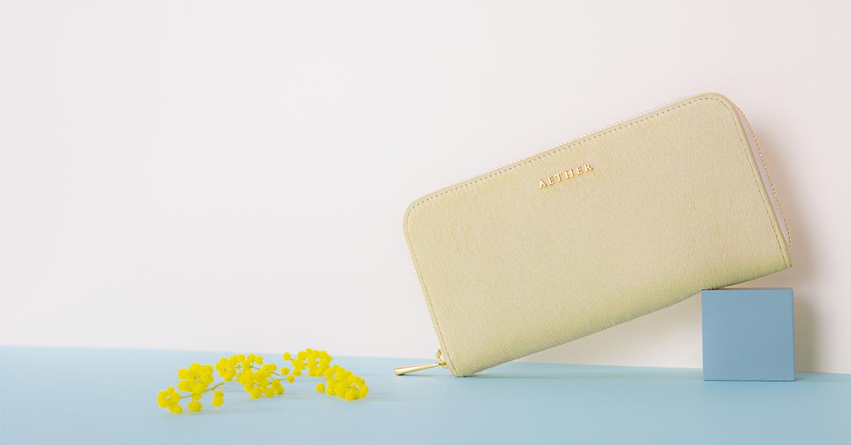 黄色いヘアカーフ長財布
