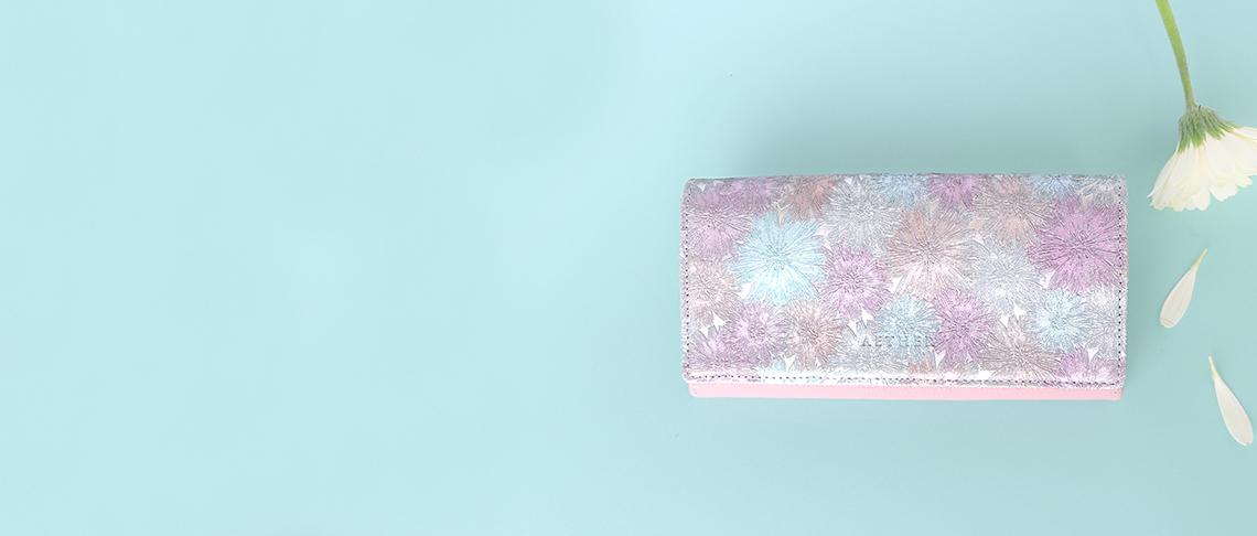 ピンクカラーの財布