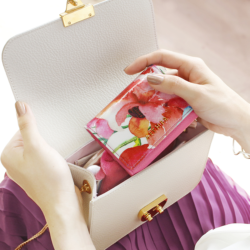 エナメルレザー「ピヴォワンヌ」ミニ財布(三つ折り)