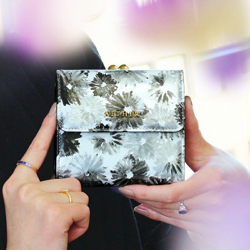 エナメルレザー「ノワール」二つ折り財布(がま口)