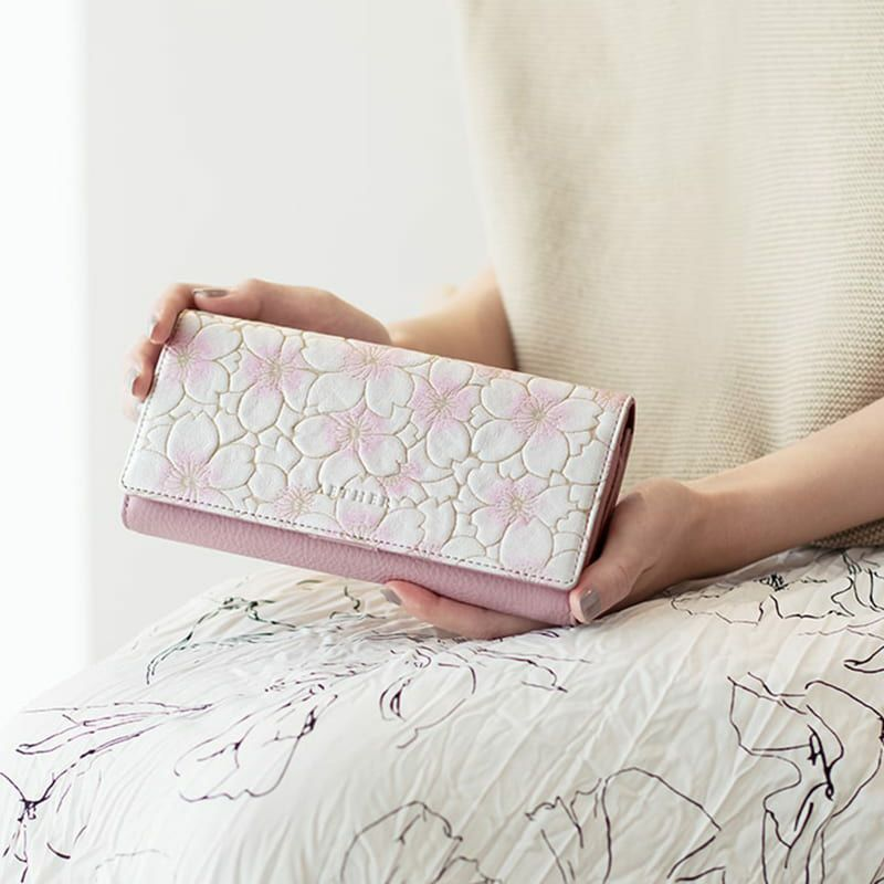 20代女性に似合う「エーテル」の長財布