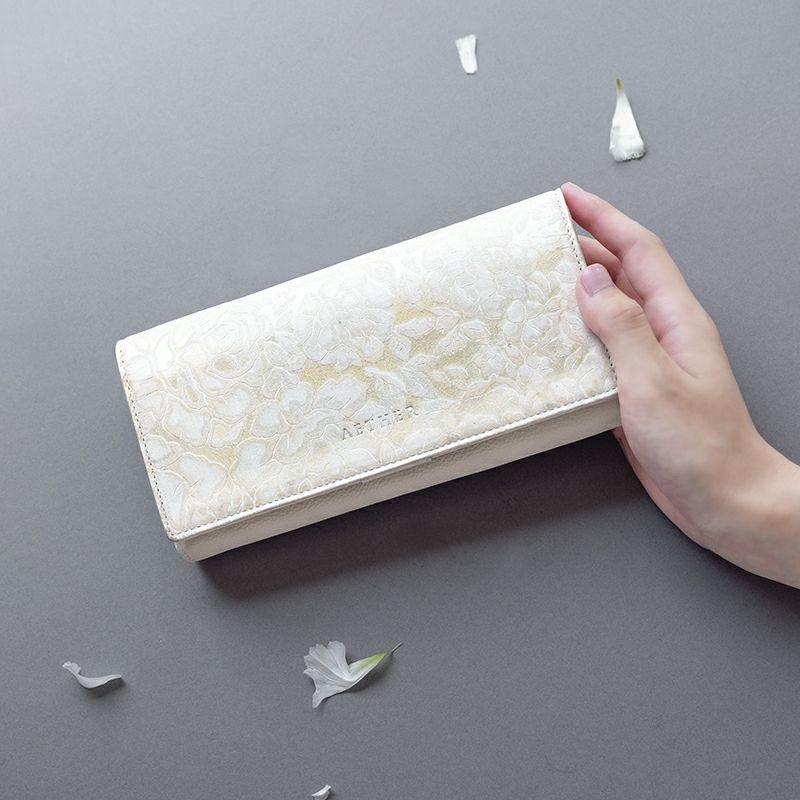 ローズ型押しレザー「シュクレ」長財布(かぶせ) イエローベージュ