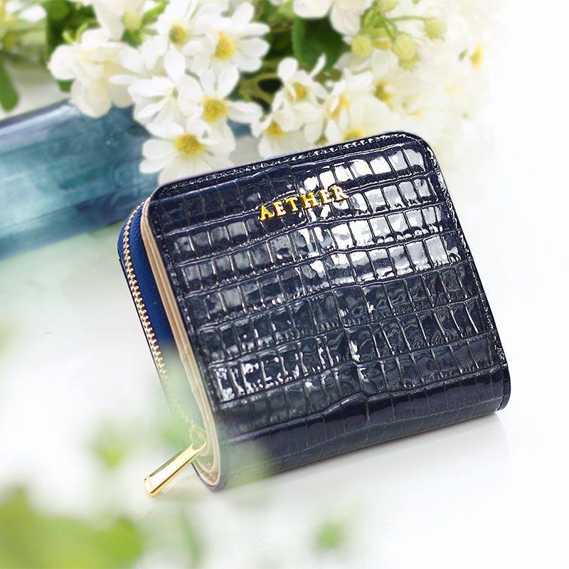 クロコ型押しレザー「ニナ」ファスナー二つ折り財布