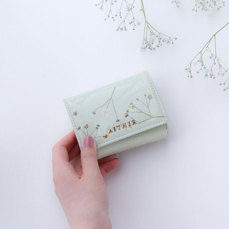 押し花エナメルレザー「ジプソフィア」ミニ財布(三つ折り)