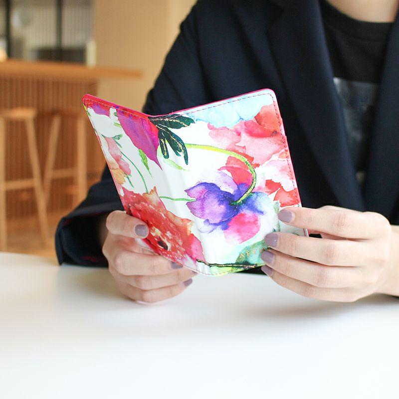 エナメルレザー「ピヴォワンヌ」手帳型スマホケース(全機種対応)着用画像